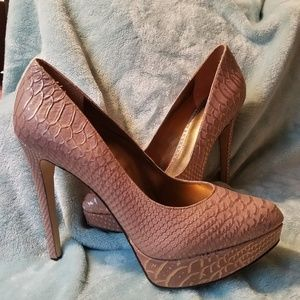 NWT BRAND NEW ENZO  Angiolini Arlee Taupe Pumps